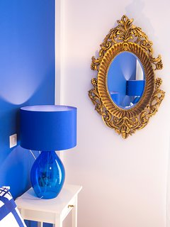The details in white and blue tones are elegant and stylish.