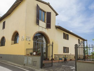 3 bedroom Apartment in Broncigliano, Tuscany, Italy : ref 5553181