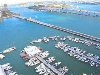 Gorgeous Waterview 3 bedroom Condo Close to beach &  major attractions
