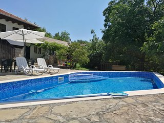 Villa GIRGINA athe Museum house with pool, private beach, bbq and kitchen