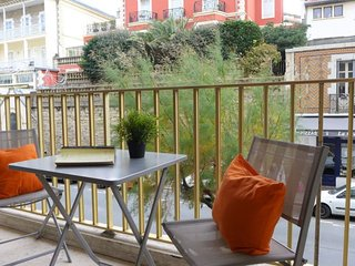 2 bedroom Apartment in Biarritz, Nouvelle-Aquitaine, France : ref 5058000