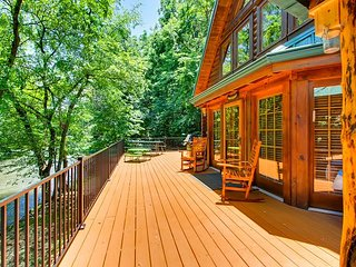 4BR Pigeon Forge River Lodge has 2 hot tubs, 2 fireplaces, & fishing access!