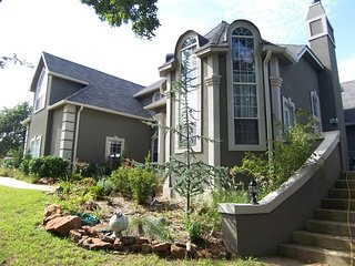 Tulsa's Keystone Lake-front Retreat - Comfortable Luxury - Secluded & Private