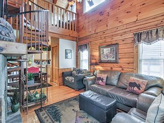 NEW! Pigeon Forge 'Easy Life' w/Hot Tub!