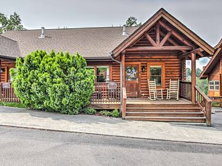 'Easy Life' Pigeon Forge Home w/ Views & Hot Tub!