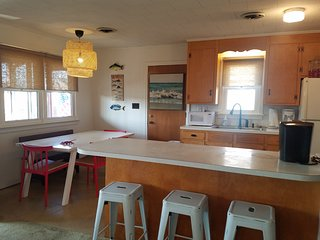 New Lisitng, 2 Minute Walk to the Beach! Cute, Updated Cottage!