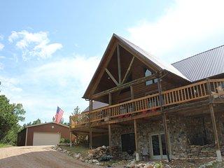 Black Hills, Near Deadwood, Gorgeous Log Home