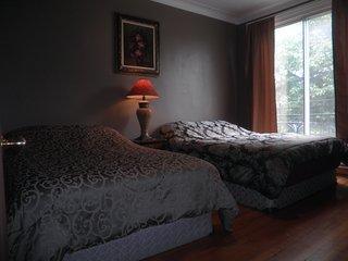Chambre avec balcon en bordure de parc WiFi+Métro