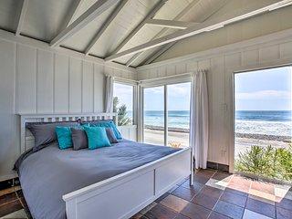 NEW! Beachfront Studio Cottage - Steps to Pier!