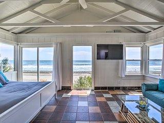 Beachfront Studio Cottage, Walk to Oceanside Pier!