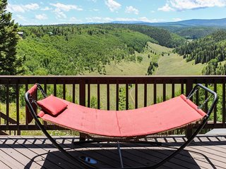 NEW LISTING! Mountain home w/hot tub, breathtaking views, near hiking & fishing