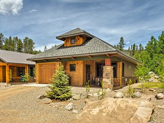 Pet-Friendly Cabin in the Heart of Grand Lake!
