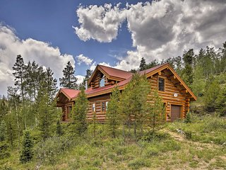 NEW! Gorgeous, Authentic Mtn Home w/Hot Tub & View