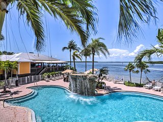 Fort Myers Beach Condo- Balcony & Pool Access