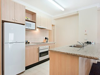 Perth CBD -  EastSide 2br/4bed FREE PARKING+WIFI+pool sleeps 6