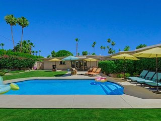 Modern Palm Springs Home W/ Large Backyard + Pool