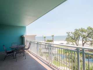 Spectacular Beach & Pool Views Condo Plus Resort Amenities