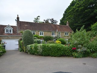 62041 Cottage situated in Cucklington
