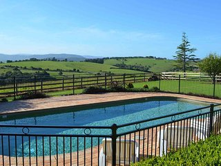 GULL HOUSE, Kiama - Pool and Rural Views