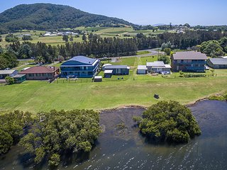 BERRYS BAY RIVERSIDE COTTAGE, Berry & Surrounds - Pay for 2, stay for 3 + 2pm ch