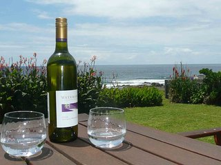 SHELLY BEACH BUNGALOW, Gerroa - Absolute Waterfront to Shelly Beach