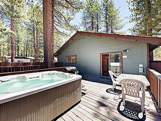 3BR w/ Prime Locale Near Skiing, Beach, Dining - Private Hot Tub