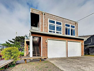 3BR w/ Large Deck, 200' to Beach - Great for Groups w/ 3 Separate Units!