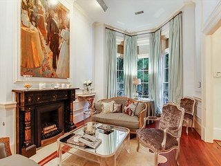 Historic District 2BR Showpiece w/ Elegant Interiors & Private Courtyard