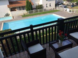 T2 ideal para pareja, WIFI, estacionamiento, cama XXL , piscina