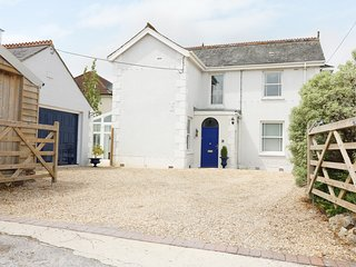 COWSLIP HOUSE, grand, traditional, Axminster