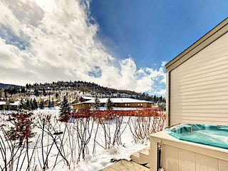 Fawngrove Condo w/ Hot Tub, Minutess to Snow Park & Main Street
