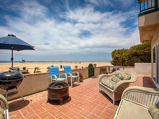Direct Oceanfront! 2BR w/ Panoramic Views & Fire Pit – Walk to Dining & Shops