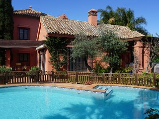 Lovely Traditional 5 Bed Villa in Marbella Centre with Pool