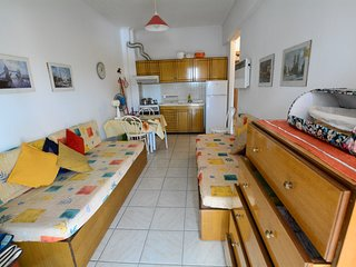 R151 Cozy apartment 30 metes away from the beach.