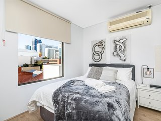 206 Superior Studio Perth CBD sleeps 2 biz ready - hotel style