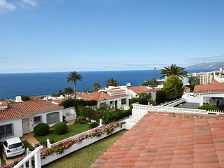 Bungalow in quiet area with fantastic sea view and heatable pool
