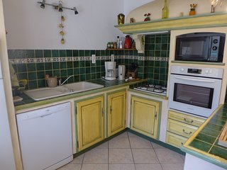 Le Castellet Holiday Home Sleeps 6 with Air Con and Free WiFi