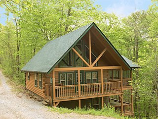 Chickadee Cabin at Hummingbird Hill (Hocking Hills area)