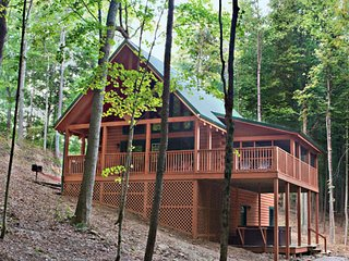 Cardinal Cabin at Hummingbird Hills (Hocking Hills area)