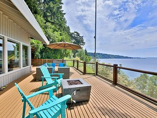 Waterfront Home w/ deck/hot tub and magical views w/private beach stairs-263
