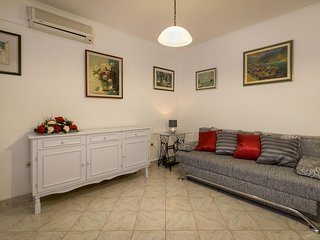 Baska Voda Apartment Sleeps 8 with Air Con - 5471096