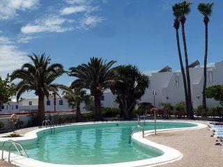 Atalaya Complex Puerto del Carmen, quiet 2 bedroomed apartment with sea views
