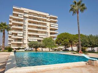 Ref 185.- Amplio apartamento para 6, cerca de la playa, con piscina y parking