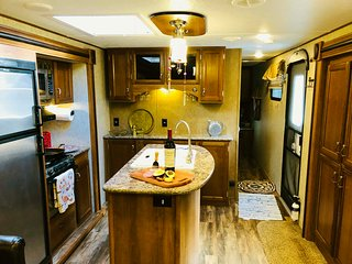 Brunhild Bungalow - luxury 28 foot trailer in full view of Entiat Mountains