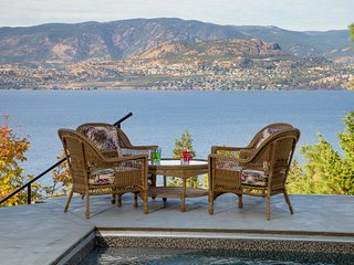 Kelowna Lakeview Bed & Breakfast - Sunshine Room, amazing lake view.