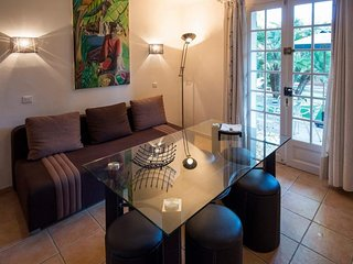 Dog-friendly apartment w/ shared pool & mtn views - private terrace/gardens