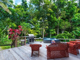 NEW LISTING! Bright house w/private hot tub, jungle views & nearby beach access!