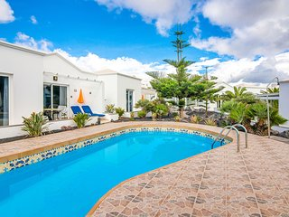 C1 Luxury Bungalow with pool 100 metres from sea!