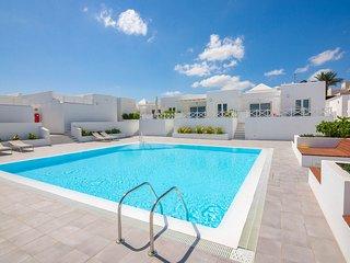 FLOWER BEACH Bright new apartment+pool 150m to sea