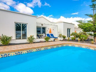 C2 Bungalow with pool 100 metres from sea!